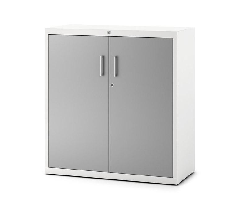 Armario gris de dos puertas