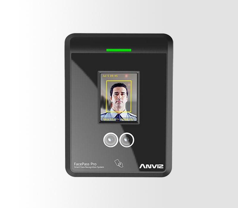 Control de acceso por reconocimiento facial