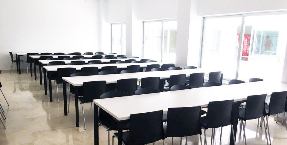 Mobiliario de sala de formación en Call Center de Sevilla