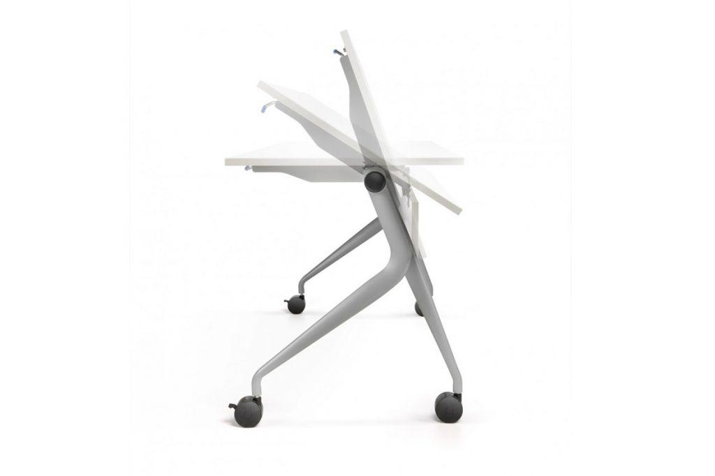 Mesa abatible , que une la practicidad de una mesa auxiliar.