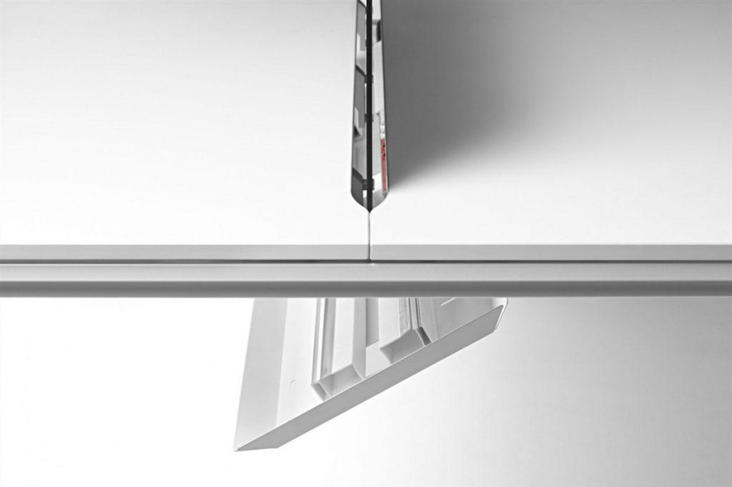 Bandeja para Bench con sistema abatible para fácil acceso al cableado y conexiones.