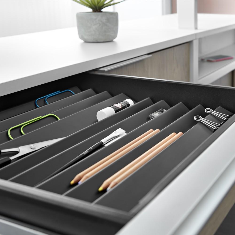 Lapicero diseñado para tener los elementos ordenados y al alcance.