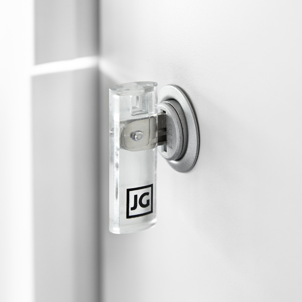 Llave plegable en plástico transparente, compacto y estilizado con un grabado del logo de JG.